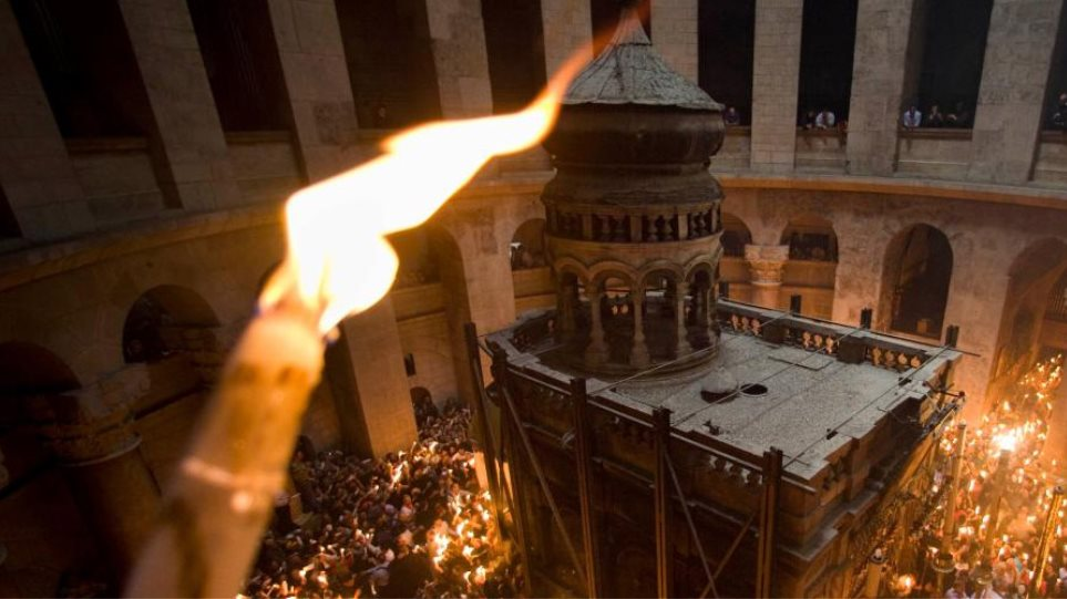 The story behind the transfer of the Holy Fire to Greece