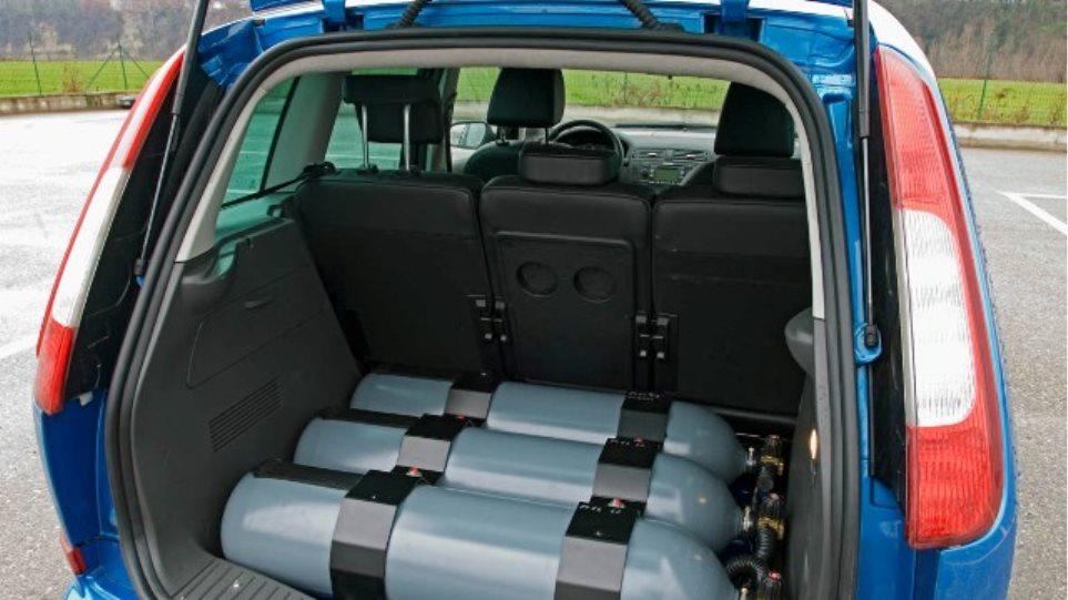 Θεσμοθετείται η δυνατότητα μετατροπής αυτοκινήτων με φυσικό αέριο