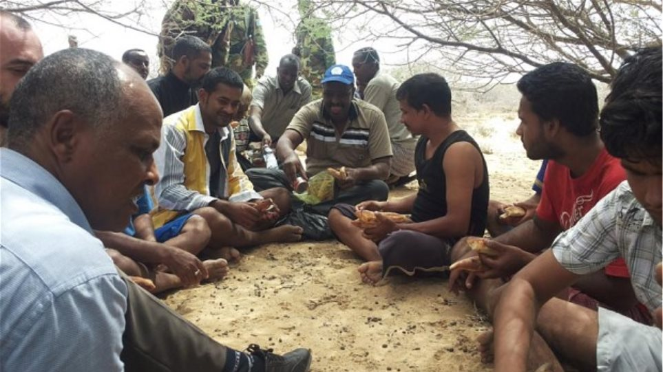 Σομαλία: Ελεύθεροι 11 ναυτικοί που κρατούνταν όμηροι από πειρατές