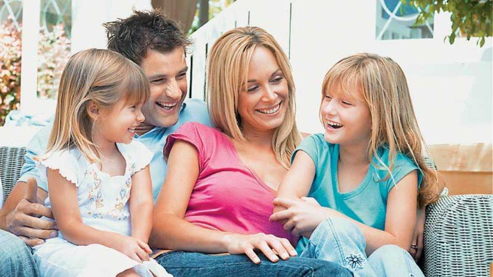 Την Παρασκευή καταβάλλονται τα οικογενειακά επιδόματα από τον ΟΓΑ