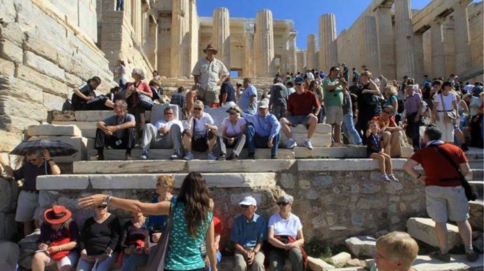 Δύο δισ. δολάρια φέρνουν στην Αθήνα οι τουρίστες