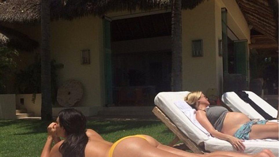 H Kim Kardashian κάνει ηλιοθεραπεία