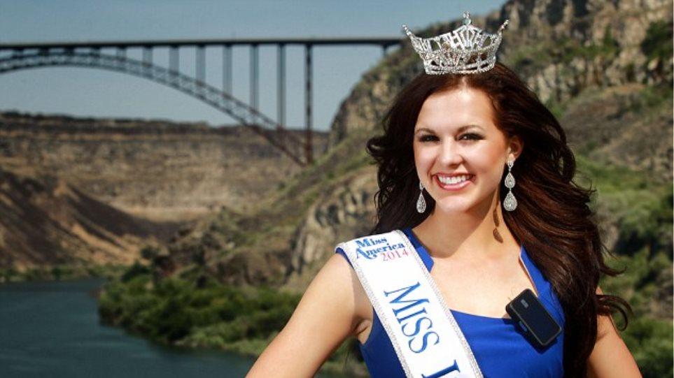 Sierra Sandison: Στέφθηκε βασίλισσα ομορφιάς φορώντας αντλία ινσουλίνης