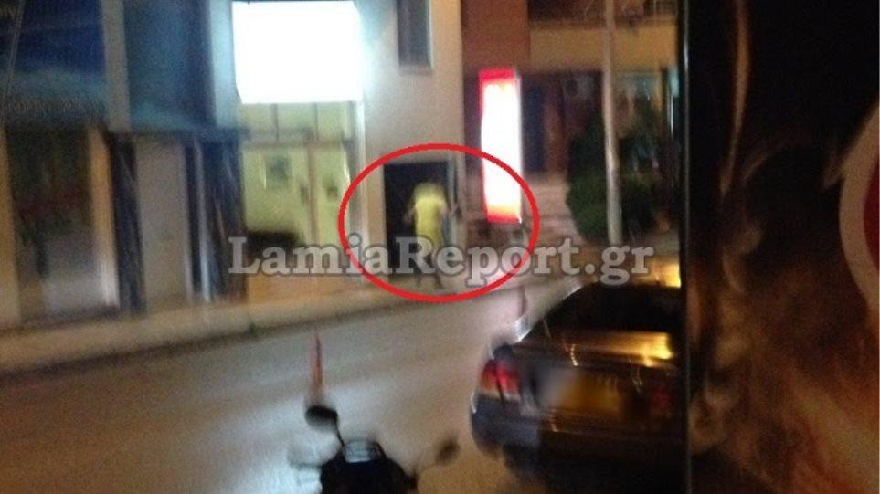 Σκηνές «Φαρ Ουέστ» στη Λαμία - Βγήκε έξω και πυροβολούσε εναντίον αστυνομικών