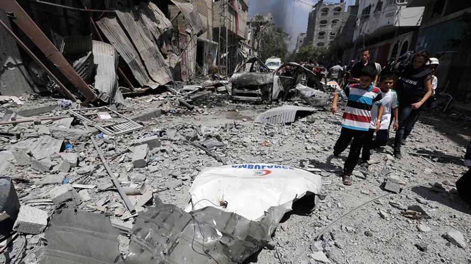 Φονική νύχτα στη Γάζα - Εκατοντάδες παιδιά θυσία στον παραλογισμό του πολέμου