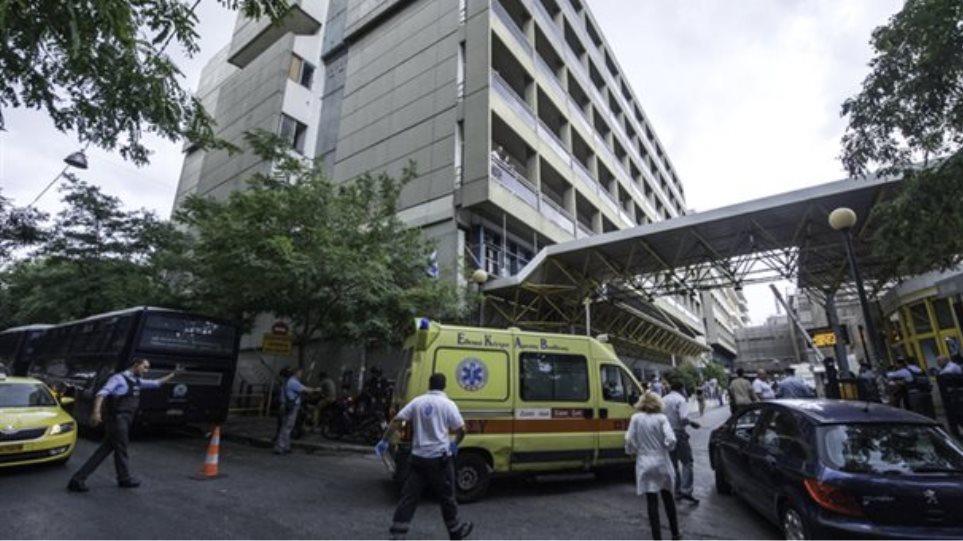 Γιατρός Ευαγγελισμού: Επιμένει ότι του έδωσαν φακελάκι με το... ζόρι