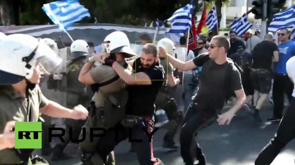Συνεργάτης στο Ευρωκοινοβούλιο ο Χρυσαυγίτης που χτύπησε αστυνομικό