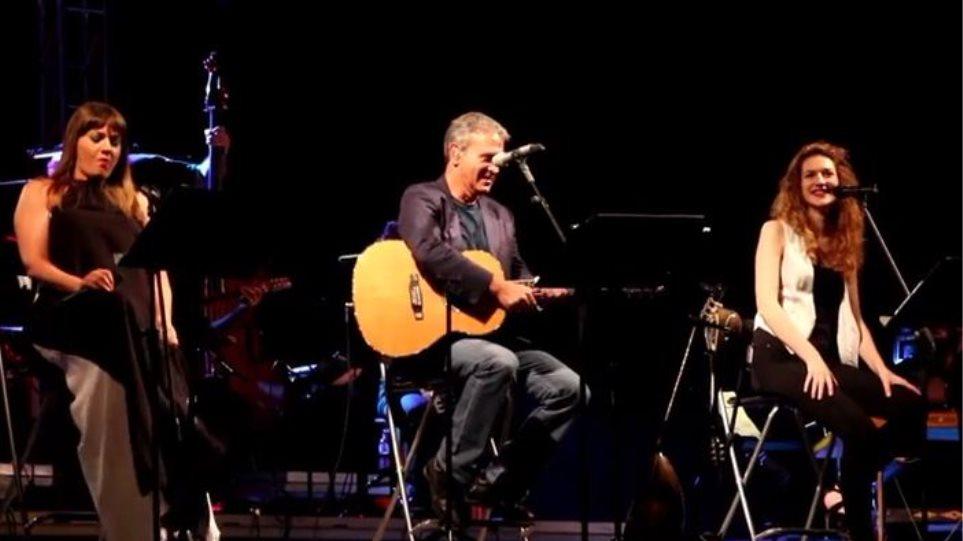 Βίντεο: Ο Γιώργος Νταλάρας αφιέρωσε συναυλία στον Αντώνη Βαρδή
