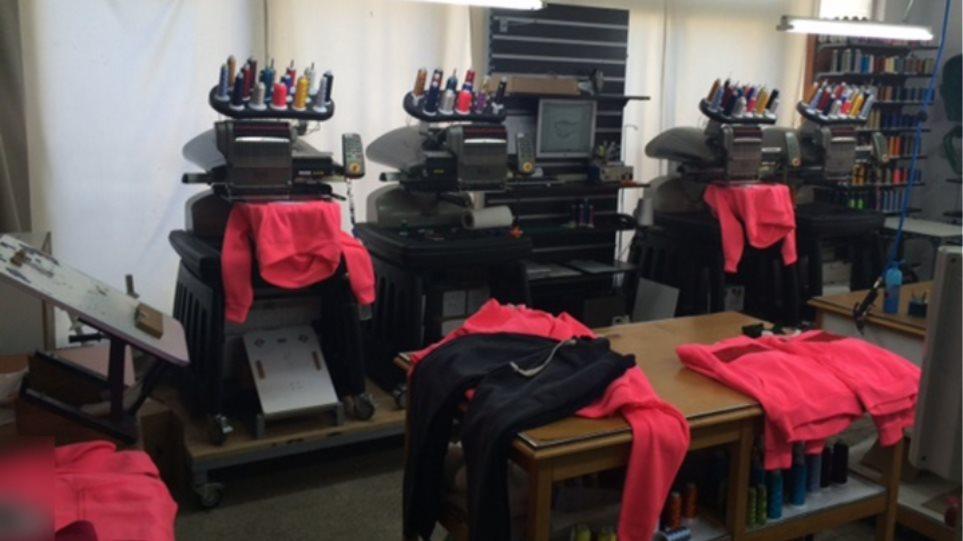 688ece24bdf0 Εργαστήριο κατασκεύαζε ρούχα «μαϊμού»