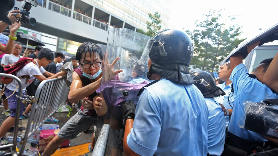 Χονγκ Κονγκ: Συγκρούσεις μεταξύ αστυνομικών και διαδηλωτών