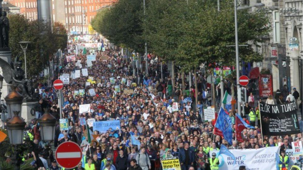 Ιρλανδία: Χιλιάδες διαδηλωτές κατά των χρεώσεων στις υπηρεσίες ύδρευσης