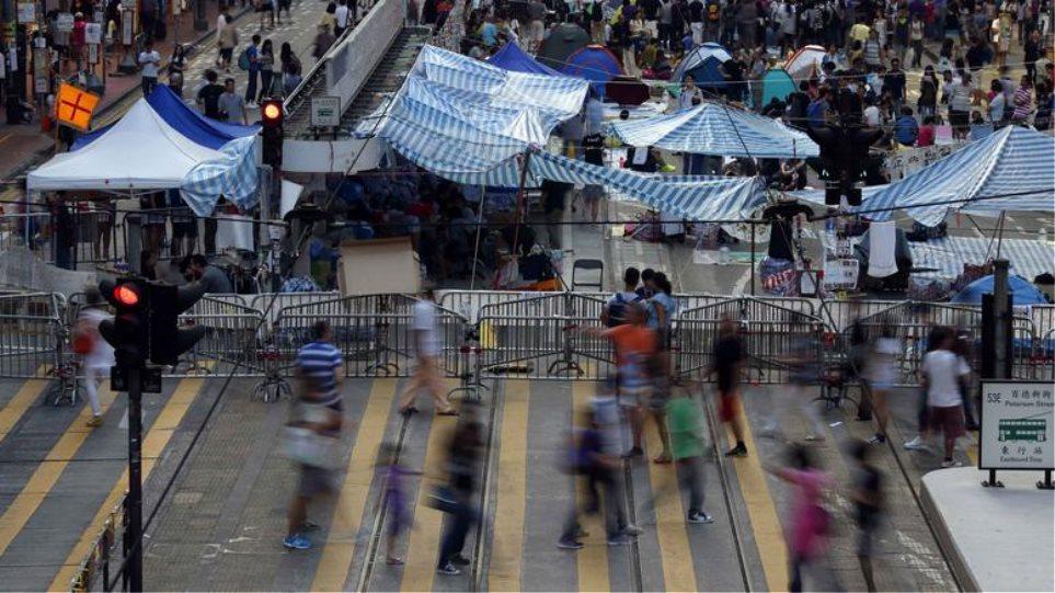 Χονγκ Κονγκ: Ξήλωσε κι άλλα οδοφράγματα φοιτητών η αστυνομία