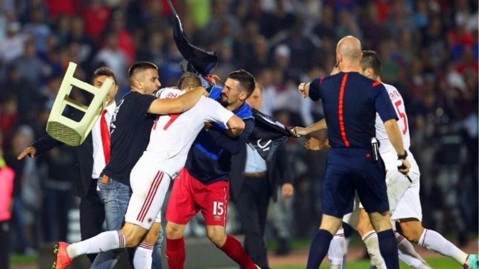 Απίστευτη πρόκληση Αλβανών μέσα στο γήπεδο της Σερβίας
