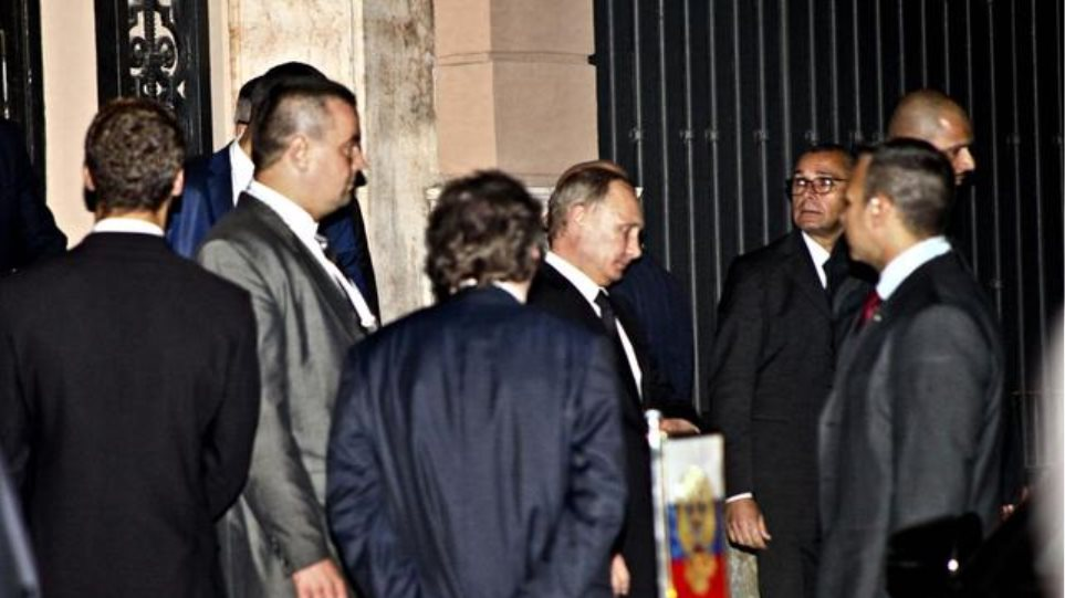 Ιταλία: Τι έκανε στις 2 τα ξημερώματα στο σπίτι του Μπερλουσκόνι ο Πούτιν;