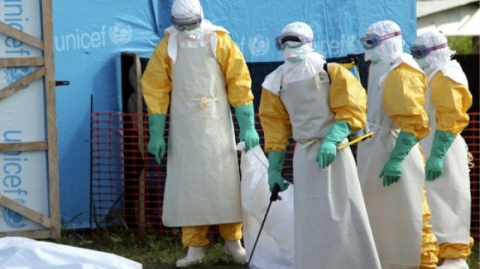Έμπολα: Ξεπέρασαν τους 4.546 οι νεκροί σε Γουινέα, Λιβερία και Σιέρα Λεόνε