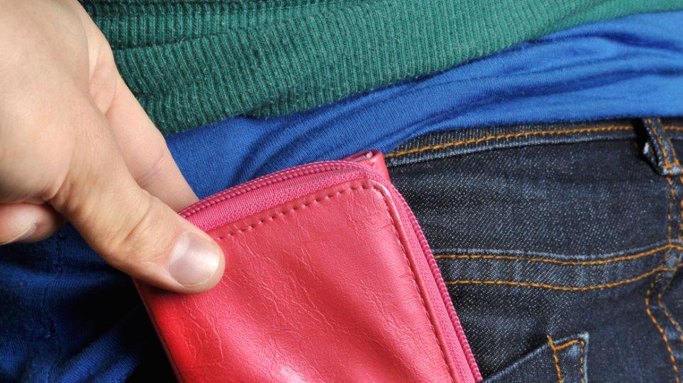 Φλώρινα: Αλλοδαπές έκλεβαν πορτοφόλια στη λαϊκή αγορά