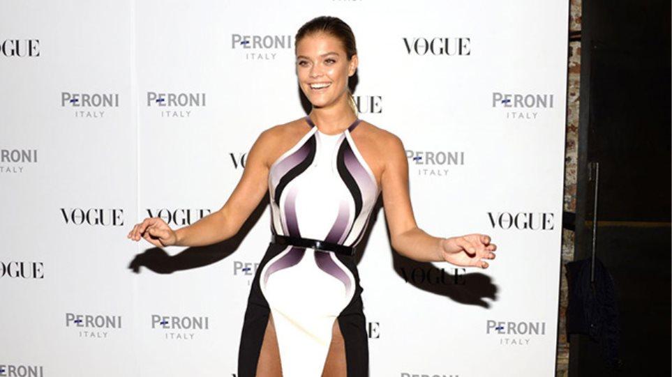 Nina Agdal: Με φόρεμα που άφηνε ελάχιστα στη φαντασία