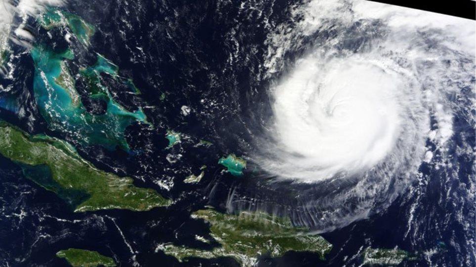 Κυκλώνας βύθισε στο σκοτάδι τις Βερμούδες