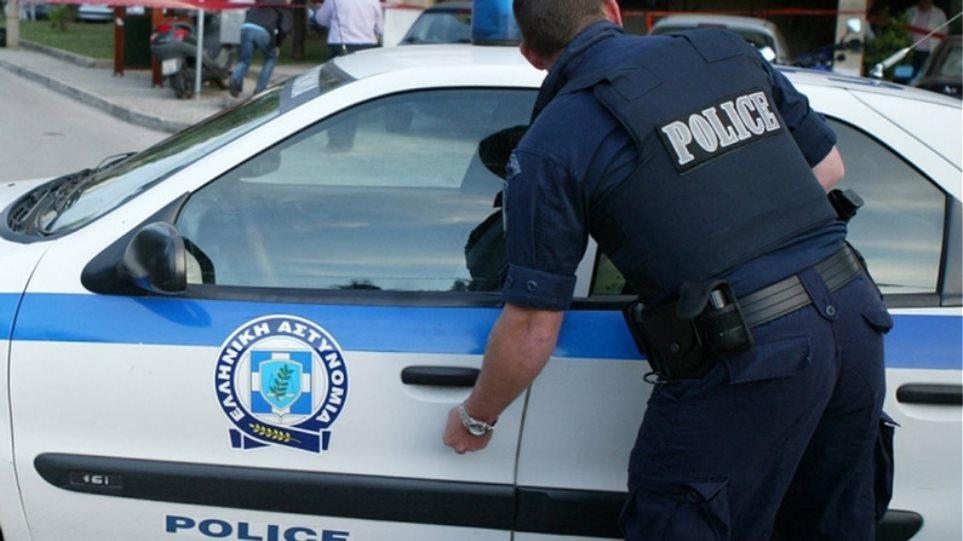 Δουλέμπορος χτύπησε αστυνομικό με το αυτοκίνητό του