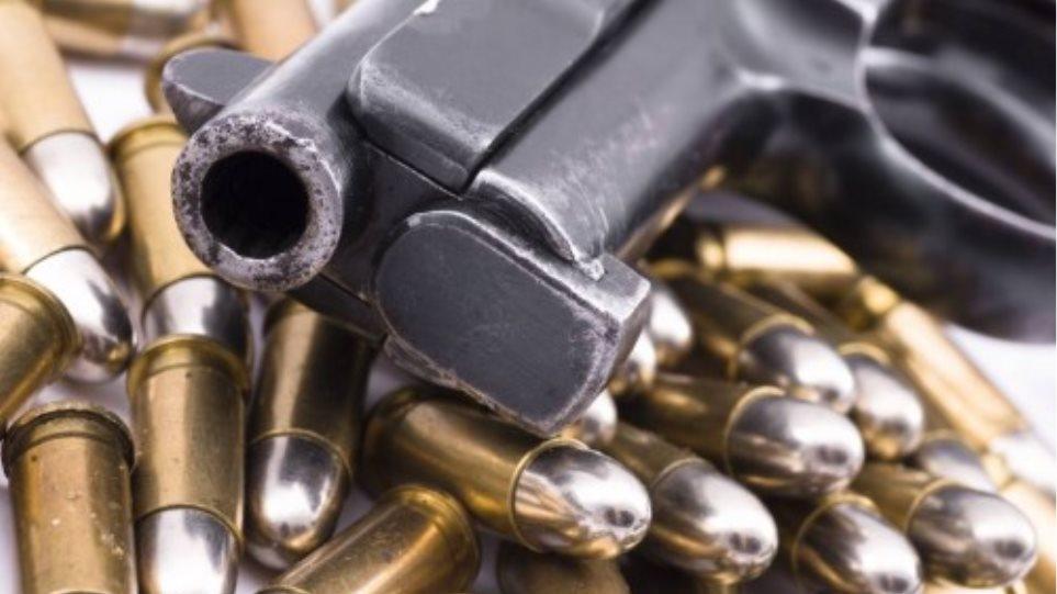 Είχε μαζί του πιστόλι και δεκάδες σφαίρες
