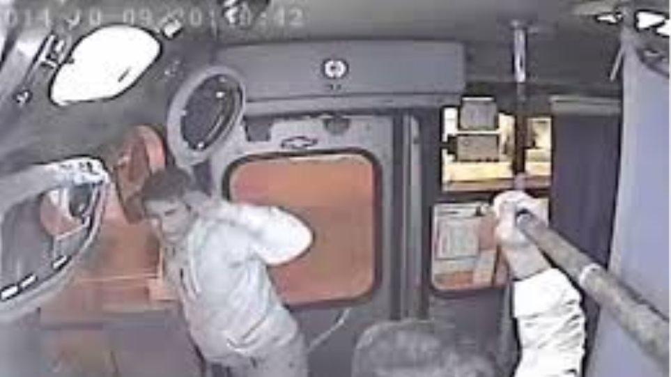Εντυπωσιακό Βίντεο: Οδηγός λεωφορείου «συλλαμβάνει» επίδοξο τσαντάκια!