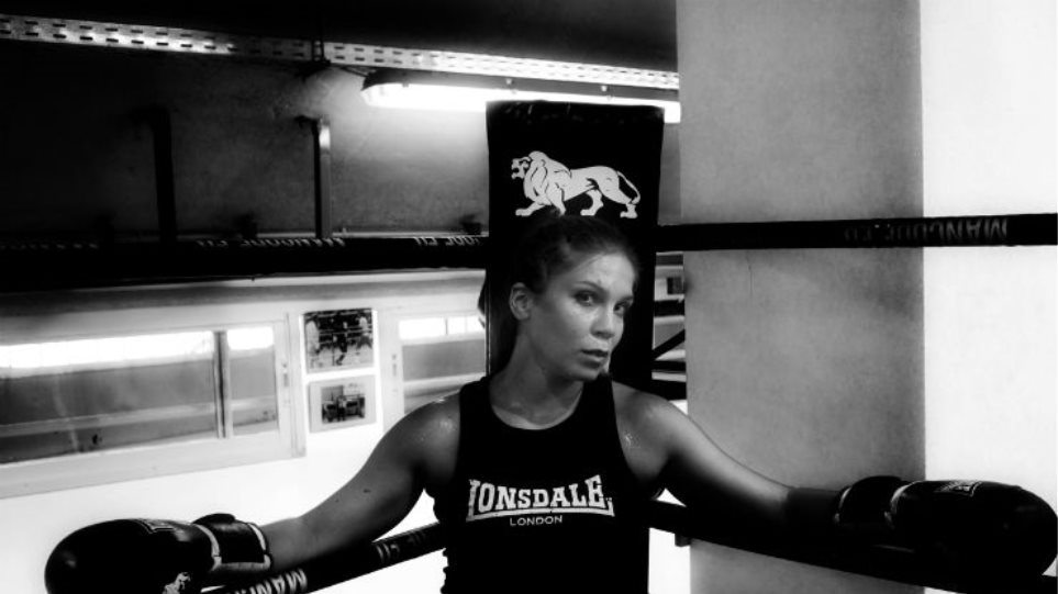 Ελίνα Ρίζου: «Γροθιές» στην προπόνηση, μποξ στη θεατρική σκηνή