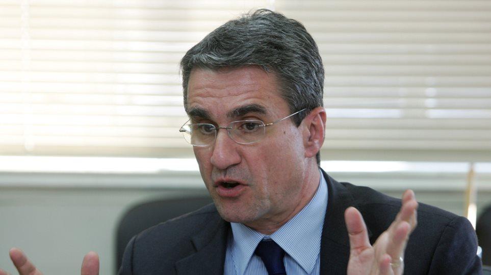 Νέες προσλήψεις εκπαιδευτικών ανακοίνωσε ο Λοβέρδος