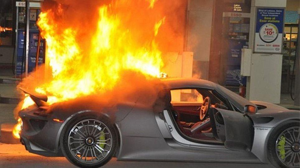 Video: Μια Porsche 918 Spyder στις φλόγες