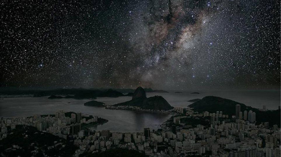 Μοναδικές φωτογραφίες: Πως θα ήταν οι μεγάλες πόλεις χωρίς ηλεκτρισμό;