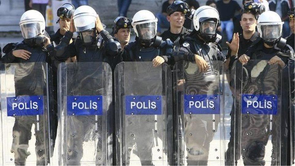 Κύμα συλλήψεων αστυνομικών για υποκλοπές στην Τουρκία