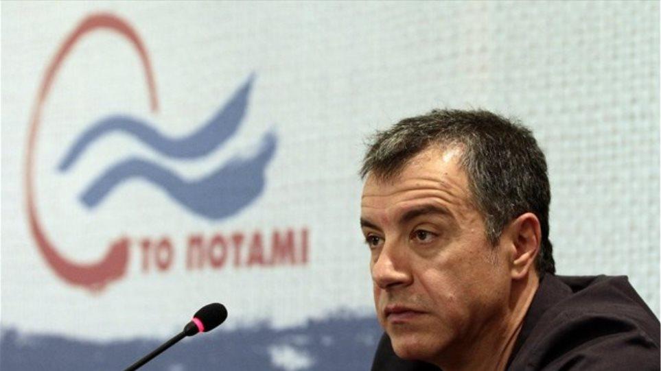 Θεοδωράκης: Tο «Ποτάμι» μπορεί να είναι κυβερνητικός εταίρος και του Τσίπρα και του Σαμαρά
