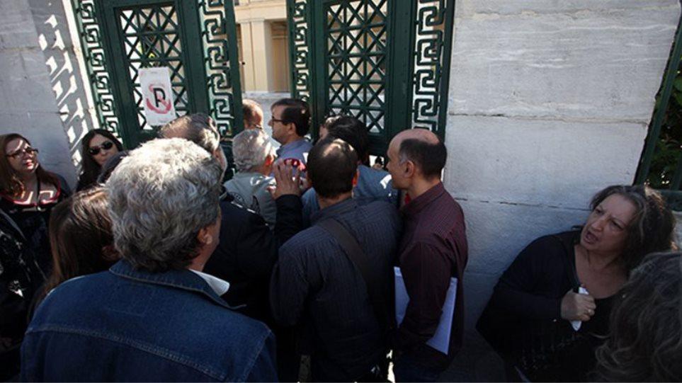 Φορτσάκης: Εσείς υποκινείτε την κατάληψη - ΣΥΡΙΖΑ: Το ΕΚΠΑ δεν είναι ΝΕΡΙΤ