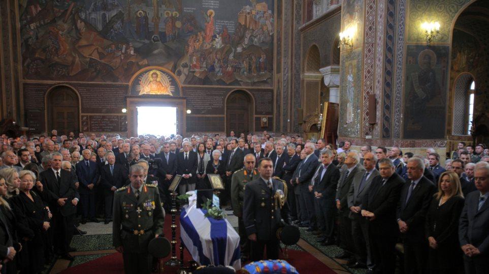 Το τελευταίο αντίο στον πρώην υπουργό του ΠΑΣΟΚ Γιάννη Χαραλαμπόπουλο
