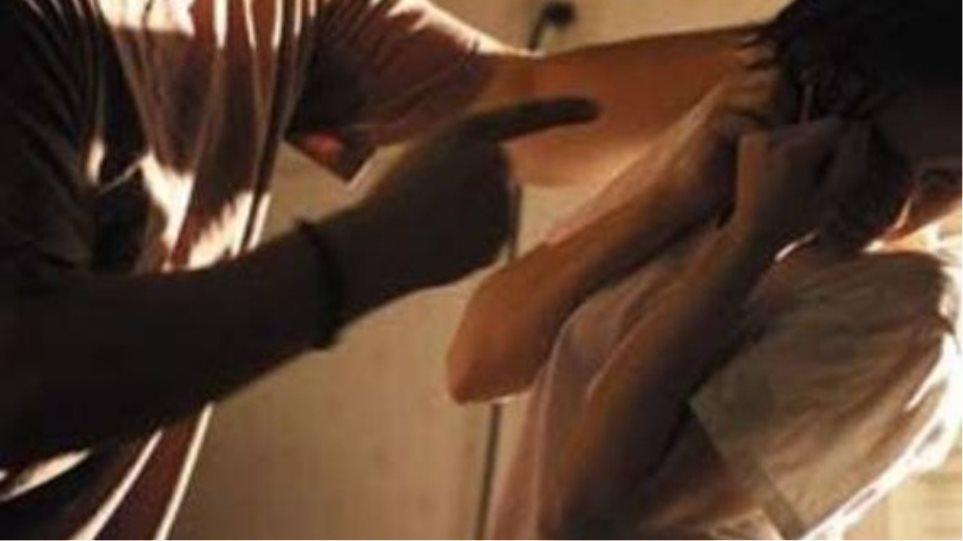 Μαγνησία: Τον χώρισε και την έκανε μαύρη στο ξύλο!