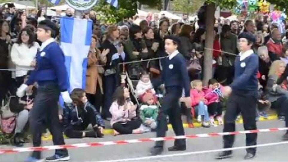 Ρούσσος για ύμνο ΕΑΜ στην παρέλαση: Μόνο κάποιοι τηλεαστέρες ενοχλήθηκαν