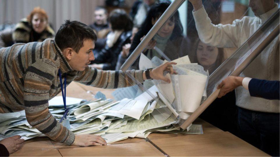 Ουκρανία: Η Μόσχα θα αναγνωρίσει τις εκλογές των αυτονομιστών