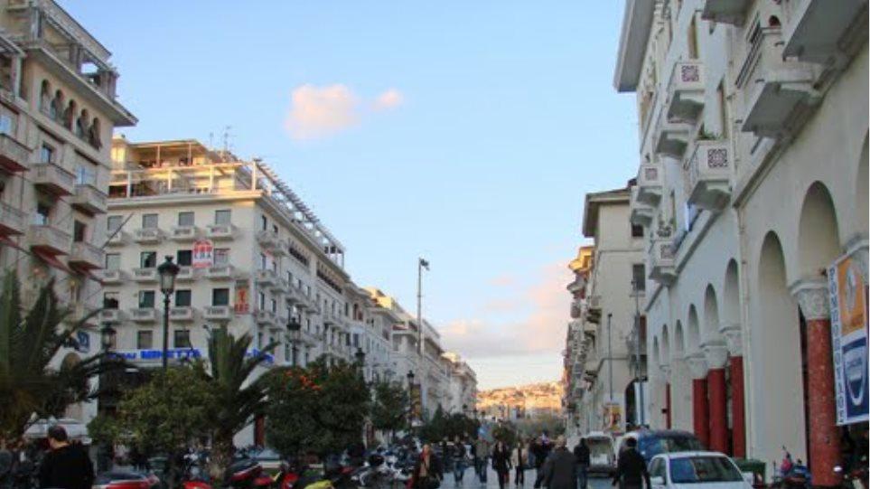 Θεσσαλονίκη: Έλεγχος σε κατάστημα υγειονομικού ενδιαφέροντος και... χειροπέδες