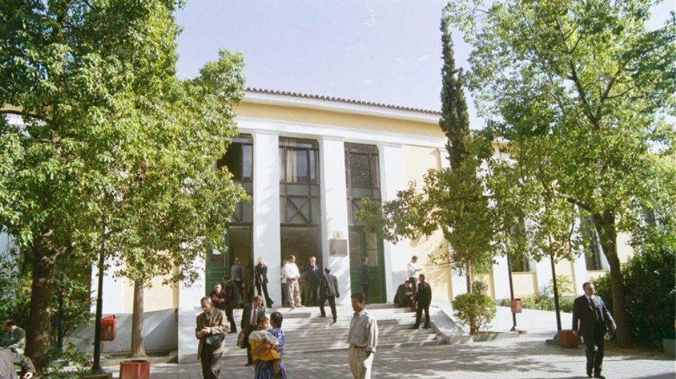 «Μυθεύματα» τα περί εξαγοράς βουλευτών για να εκλεγεί Πρόεδρος Δημοκρατίας, είπε ο εφοπλιστής Μαρτίνος