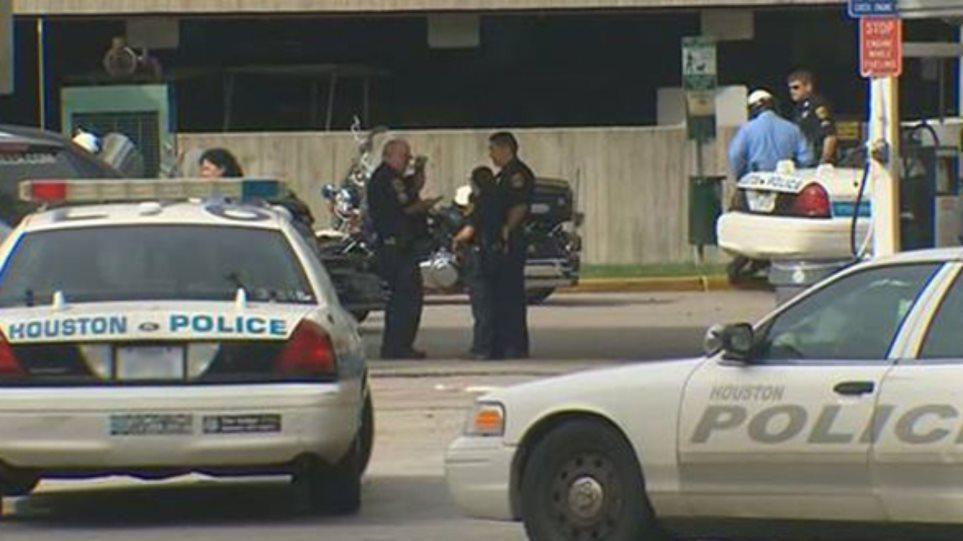 ΗΠΑ: Αστυνομικός σταμάτησε γυναίκα και ζήτησε να μυρίσει τα πόδια της!