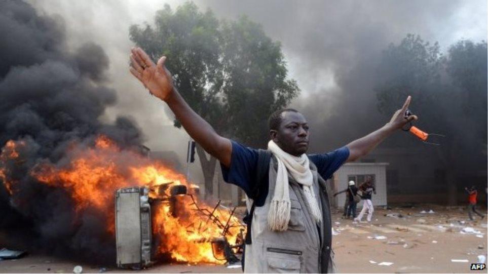 Σε κατάσταση έκτακτης ανάγκης η Μπουρκίνα Φάσο μετά τα αιματηρά γεγονότα