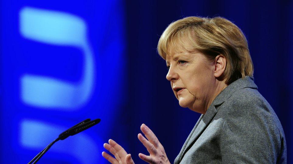 Η Μέρκελ δηλώνει ότι «δεν ανησυχεί ιδιαίτερα» για τις ρωσικές παραβιάσεις