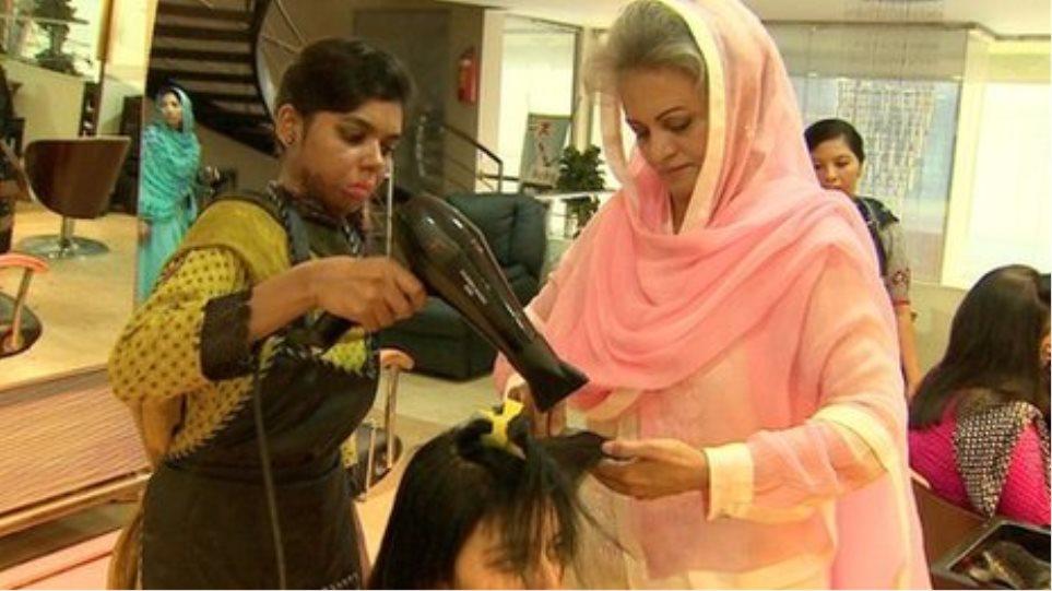 Πακιστάν: Αισθητικός βοηθά τα θύματα επιθέσεων με οξύ!
