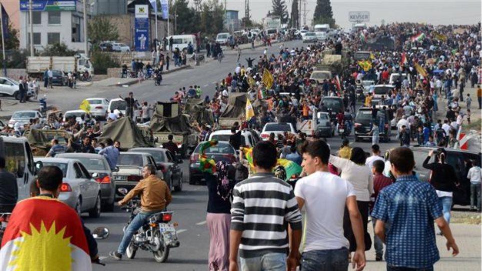 Βίντεο: Επευφημίες και πανηγυρισμοί στο πέρασμα των Πεσμεργκά για το Κομπάνι
