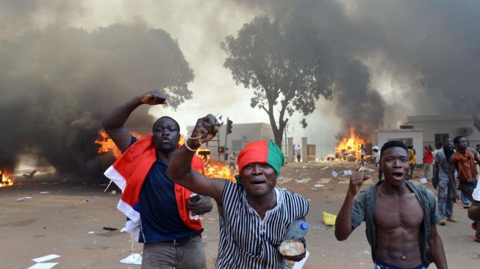 Μπουρκίνα Φάσο: Στο χάος η πρωτεύουσα - Λεηλασίες σε υπουργεία και μαγαζιά
