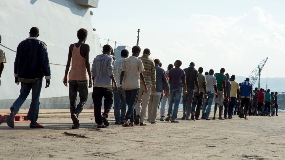 Ιταλία: Έσωσαν σχεδόν 1.000 μετανάστες στη Μεσόγειο σε 24 ώρες