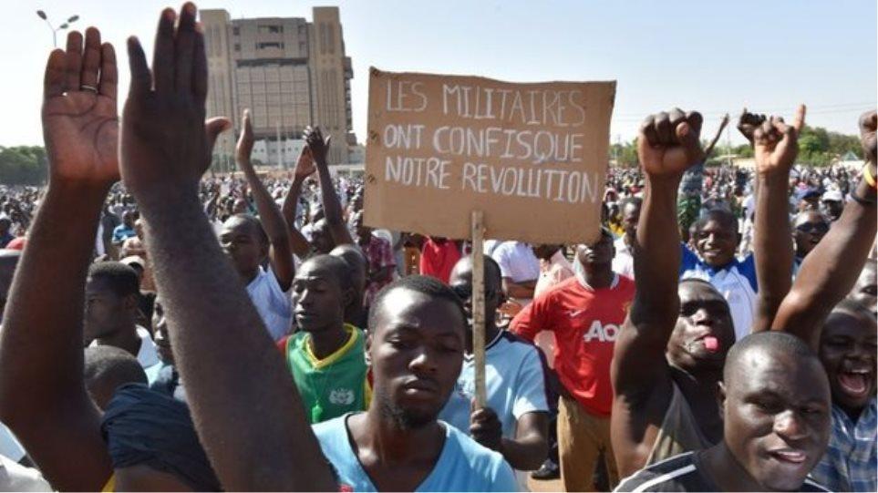 Μπουρκίνα Φάσο: Πυροβολισμοί έξω από τον κρατικό τηλεοπτικό σταθμό