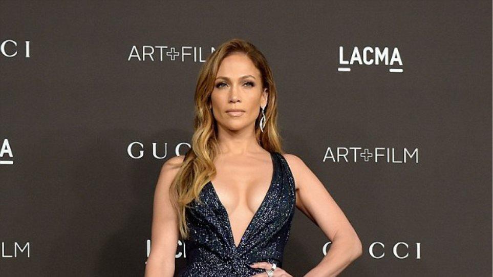 Jennifer Lopez: Εβαλε... φωτιά στο κόκκινο χαλί!