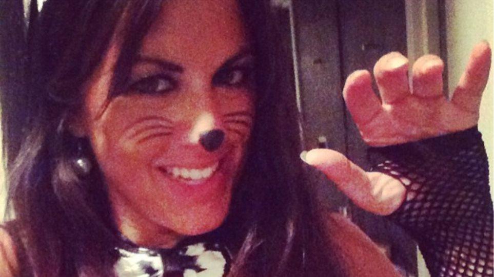 Claudia Romani: Σιγά μη δεν πέταγε τα ρούχα για το Halloween