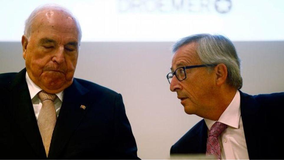 Γιούνκερ: Διαφωνεί με τον Κολ για την Ελλάδα και υπερασπίζεται την ένταξή της στην Ευρωζώνη