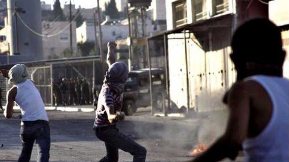 Ταραχές μεταξύ Παλαιστινίων και Ισραηλινών αστυνομικών στην Πλατεία των Τζαμιών